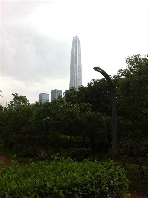 【メシ】MTR市民中心駅のフードエリアと公園